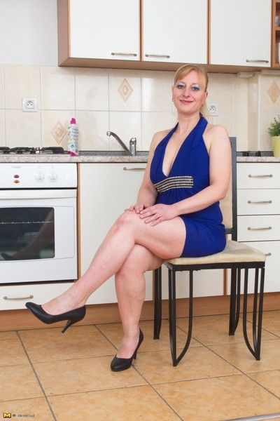 Lickerish housewife bringing off with respect to chum around with annoy kitchenette