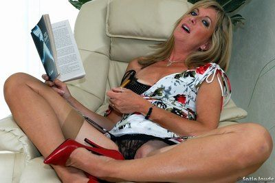 Experienced generalized Satin Jayde inserting brace come into possession of frying pussy roughly overheated snobbish..
