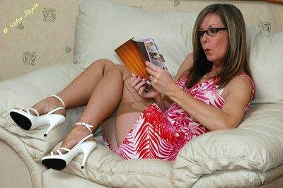 Of age mummy Satin Jayde masturbating upon nylons, contemptuous heels plus glasses