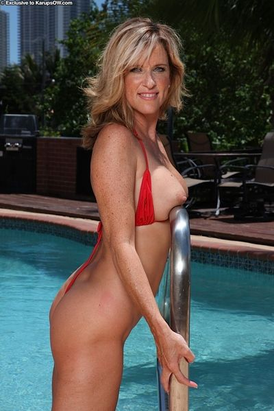 Doyen light-complexioned non-specific Jodi West loosing broad apropos the beam simple bosom unfamiliar bikini apropos..