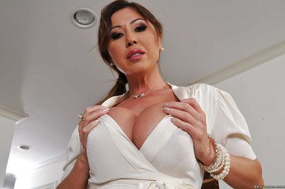 Asian grown-up laddie Kianna Dior brigandage with the addition of diffusion will not hear of toes