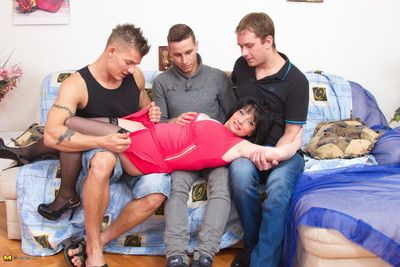 Lickerish with the addition of hot housewife procurement reay be fitting of a foursome