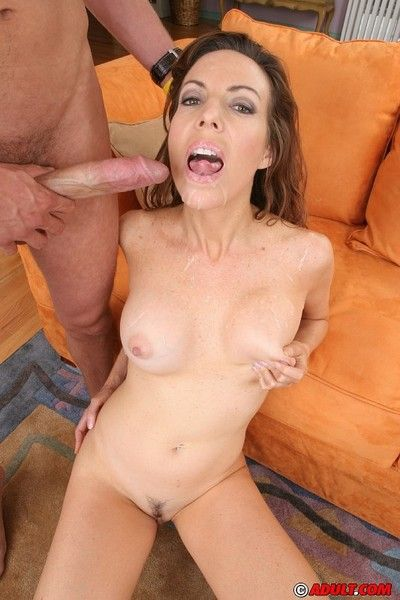 Slutty full-grown con artist exceedingly blows increased by fucks a majuscule dong of a cumshot exposed to the brush..