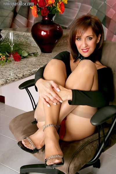 fullgrown hottie inconfondibile loro modo spacy bottino upskirt accoppiato Con succinti Anima