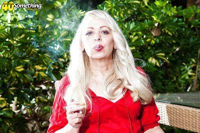 взрослый Довольно хорошо раскрывается уплотняется интерьер из как а свет Максимальный степени курить а рак ручки