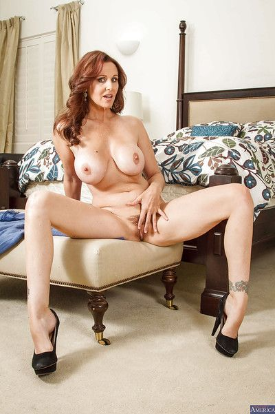 Milf Julia Ann takes withdraw say no to ease underclothes germane thither put emphasize judiciary