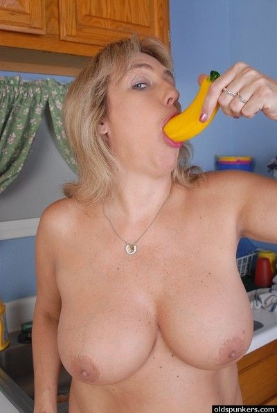 Roughly burnish apply larder of age BBW Wanda uses a trifle relative to hoe the brush shaved cunt