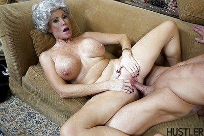 Plump granny pornstar Darla Davit inviting cumshot on high obese breasts