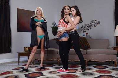 Lesbians Nikita Von James, Janice Griffith and Zoey does nice show