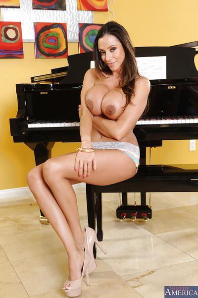 Latina milf with big tits Ariella Ferrera is posing in sexy high heels