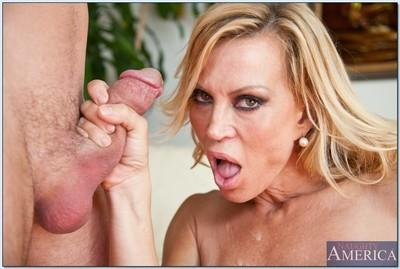 Busty milf Amber Lynn gives perfect blowjob before perfect sex