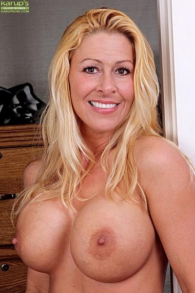 Buxom blonde mom Kaycee James spreading pussy after shucking jeans aside