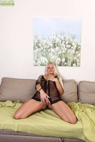 Blonde milf Maria spreading her delicious pussy lips on the camera