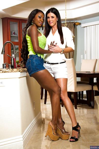 Ebony milf Diamond Jackson licks out Lesbian pussy of India Summer