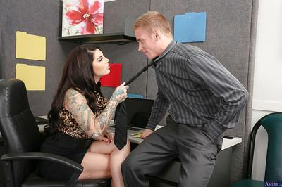 Reality milf Darling Danika shows off her sexy tattoos while sucking a cock