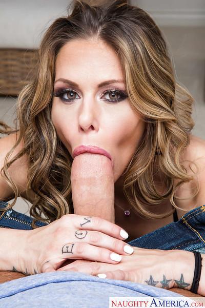 Hot blonde MILF Rachel Roxxx giving blowjob to big fat cock Gonzo style