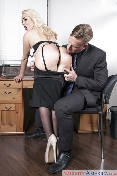 Office milf Victoria Summers sucks dick instead of doing her job