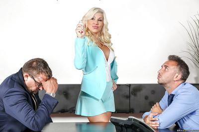 Curvy platinum blonde Savana Styles smothers man