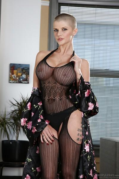 Winsome milf babe in pantyhose Joslyn James has nasty attitude