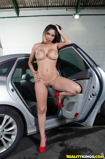 Latina Cristiane Fatally shows off her juicy booty in close-up video