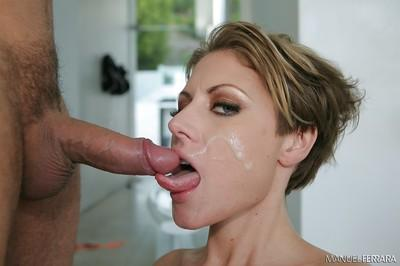 MILF pornstar Velicity Von goes ass to mouth after anal fucking