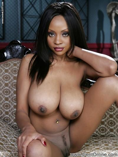 Seductive ebony babe Sydney Simone uncovering her gorgeous body