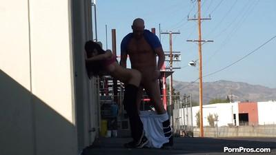 MILF babe Diana Prince gives a blowjob and ass fucking outdoor