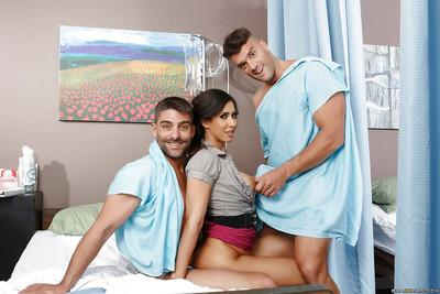 Gallant brunette Isis Love has her hungry coochie banged by two studs