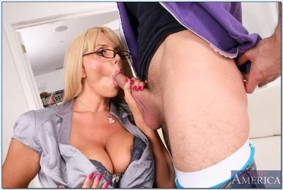 MILF teacher in glasses Karen Fisher getting a proper pussy lick
