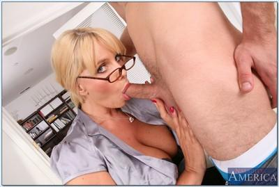MILF teacher in glasses Karen Fisher getting a proper pussy lick