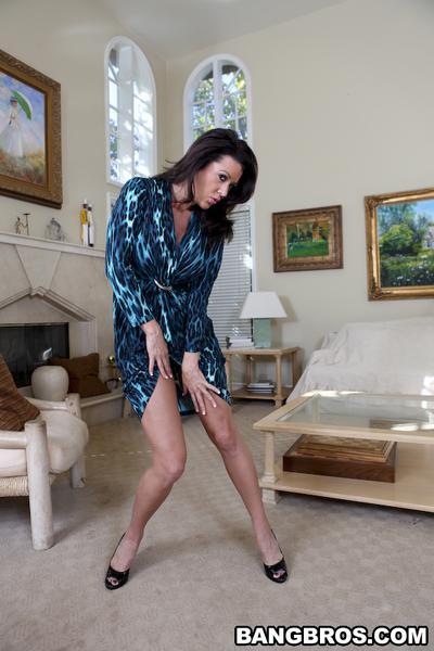 Big tits milf Alexis Breeze spreading legs in high heels wide open