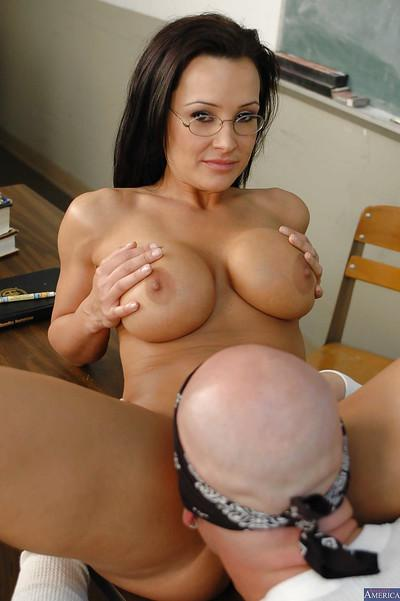 Milf teacher Lisa Ann demonstrates her pussy and gets it nailed hardcore