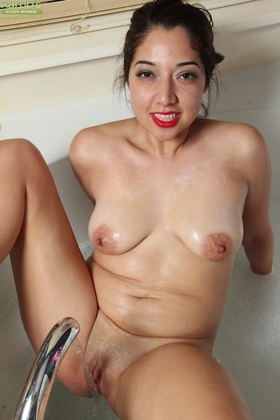 Close up posing from an Latina milf in bathroom Elle Perkins