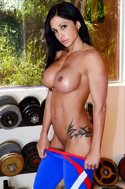 Buxom bodybuilder babe Jewels Jade flashing huge hooters in weight room