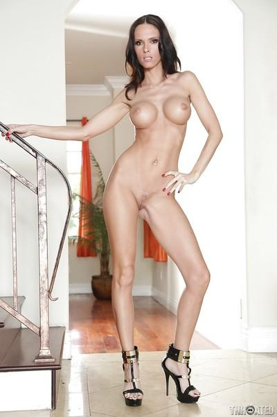 European milf babe Jennifer Dark demonstrates her big tits