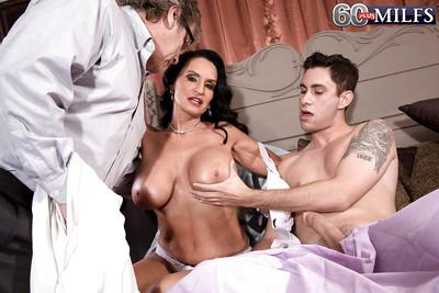 Mature brunette MILF Rita Daniels taking anal in MMF threesome