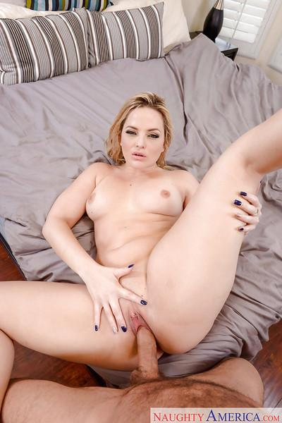 Blonde housewife Alexis Texas takes cum in shaved MILF pussy Gonzo style