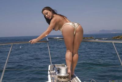 Busty european babe Liza Del Sierra slipping off her bikini outdoor