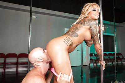 Tattooed MILF Britney Shannon gets feverishly fucked for a cumshot on her face