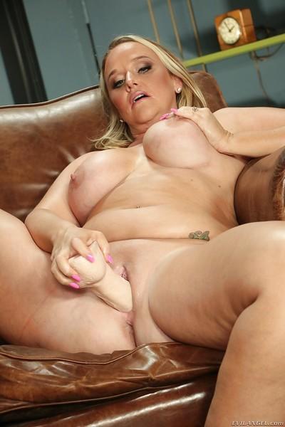 Chunky blonde mom Dee Siren masturbating shaved MILF pussy