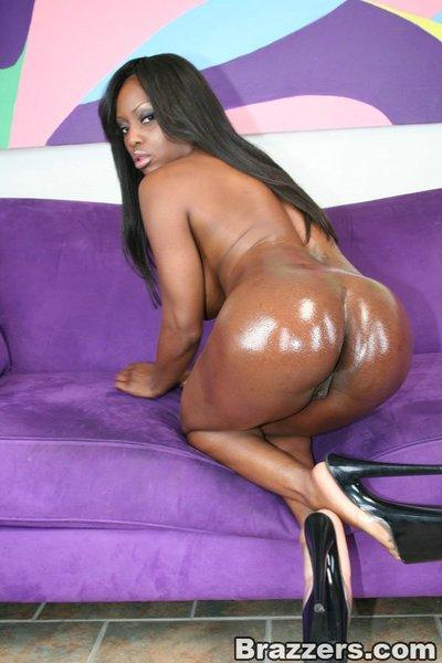 Ebony MILF girl Jada Fire strips off her lingerie and spreads her pussy