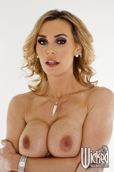 Busty blonde MILF Tanya Tate uncovering her gorgeous body