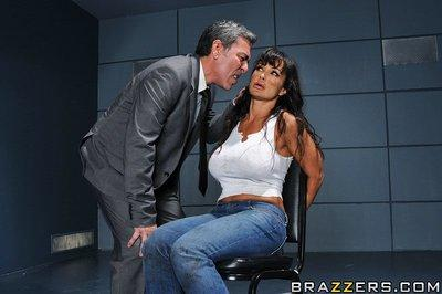 Curvy pornstar Lisa Ann gives a deepthroat and enjoys rough anal drilling