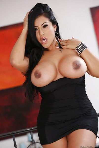 Steamy latina bombshell reveals her huge jugs and exposes them in close up