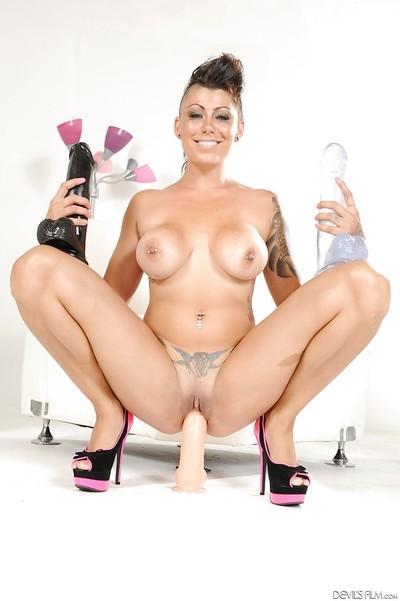 Big tits milf pornstar Cameron Bay demonstrates her tattoos