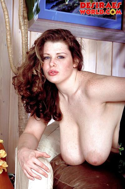 Leggy MILF pornstar Ines Cudna flaunts huge saggy tits before exposing butt