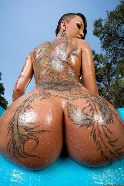 Tattooed Asian babe Bella Bellz demonstrates her perfect ass