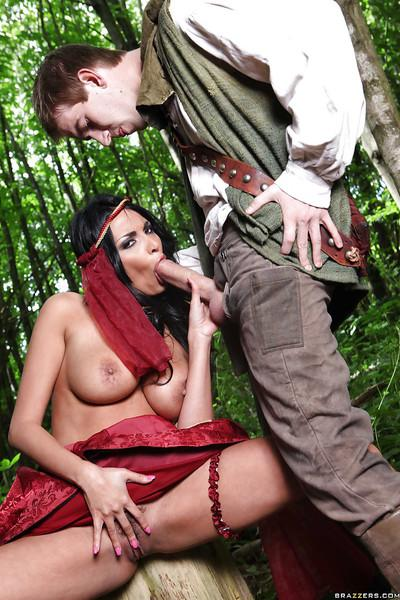 Hot pornstar Anissa Kate gives a blowjob and gets nailed outdoor