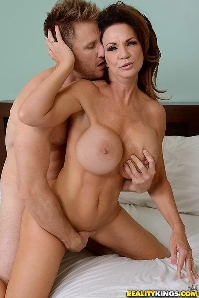 Top-heavy cougar gets fucked hardcore and jizzed over her rack