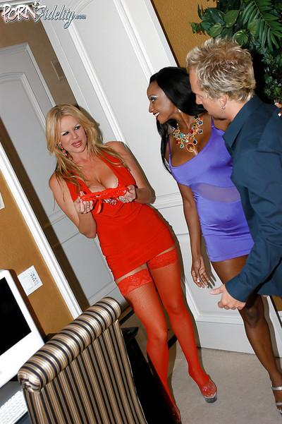 Threesome groupsex features ebony milf in stockings Diamond Jackson